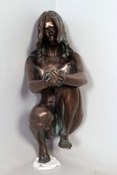 MUJER DEL LAGO BRONCE