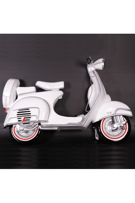 MOTO SCOOTER PARED BLANCA